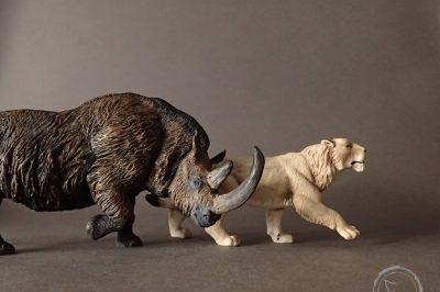 León cavernario, reproducción artesanal pintada a mano del más terrible depredador del pleistoceno.