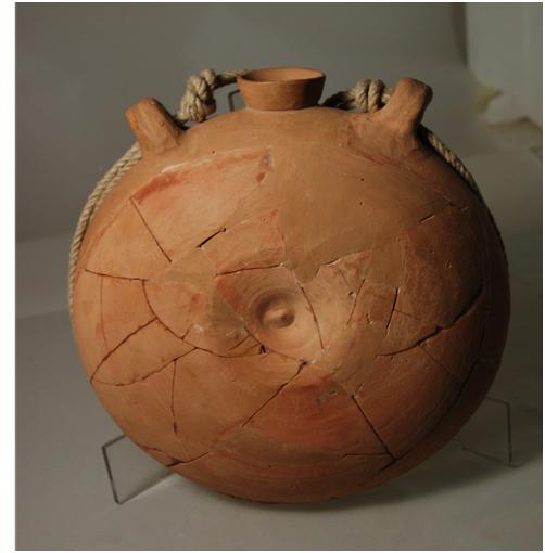 Cantimplora de ceràmica. Comissió d'Arqueologia de l'IEV/ Museu de Valls