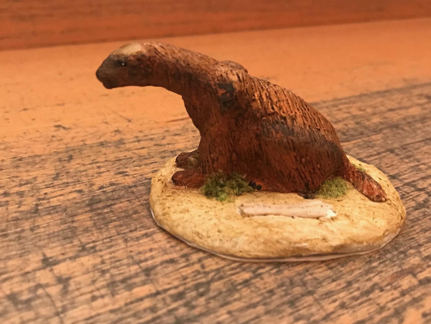 """Eomellivora piveteaui, reproducción artesanal pintada a mano edición limitada del """"tejón gigante"""" del Mioceno."""