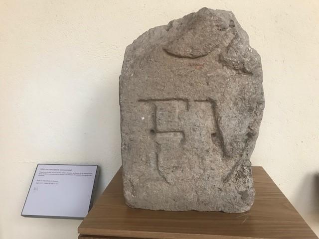 SILLAR CON INSCRIPCIÓN MONUMENTAL Alcalá de Vieja (Alcalá de Henares) Siglo I d.C. – finales del Siglo II d.C.