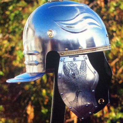 Pieza única y exclusiva de casco de oficial romano de tipología Imperial Wissenau con carrilleras decoradas. Siglo I d.C.
